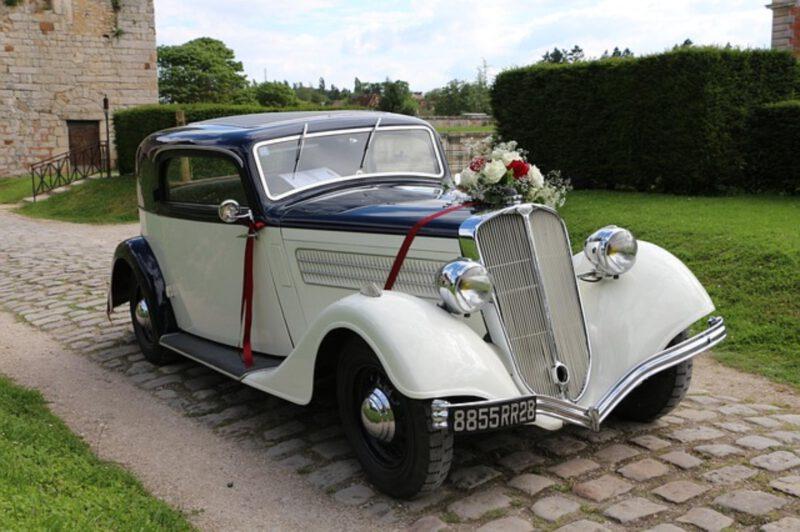 Jak udekorować auto ślubne?