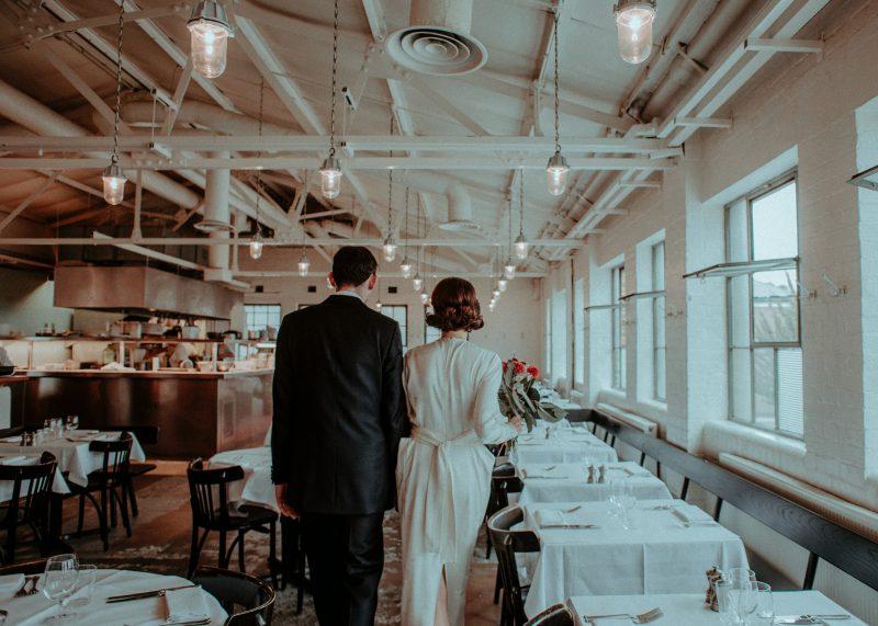 Jakie są niezbędne dekoracje sali weselnej?